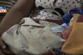 Penemuan bayi perempuan di gubug area persawahan Kabupaten Probolinggo (Tangkapan Layar Youtube @JTV Banyuwangi)