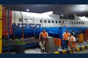 Pesawat N250 Gatot Kaca karya BJ Habibie tersangkut di Gardu Tol Semarang, Kamis (20/8/2020). (Twitter/@ChoSnoop)