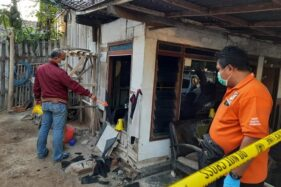 Massa Perguruan Silat merusak rumah warga di Situbondo (detik.com)