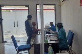 Calon penumpang kereta api saat menjalani rapid test di Stasiun Madiun, Kamis (6/8/2020). (Abdul Jalil/Madiunpos.com)