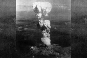 Awan jamur bom atom di langit Hiroshima, 6 Agustus 1945. (Wikipedia.org)