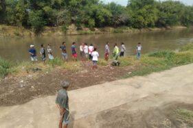 Upaya pencarian bocah tenggelam di Sungai Bengawan Solo wilayah Kelurahan Sewu, Jebres, Solo, Rabu (12/8/2020). (Istimewa)