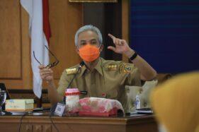 Gubernur Jateng, Ganjar Pranowo, saat memimpin rapat penanganan Covid-19 di kantornya, Senin (3/8/2020). (Semarangpos.com-Humas Pemprov Jateng)