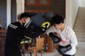 Gibran Rakabuming Raka berlatih MMA bersama instruktur. (Istimewa-Dok Tim Gibran)