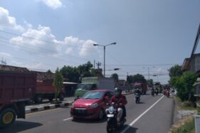 Kondisi arus lalu lintas di Jalan Solo-Jogja, Sabtu (15/8/2020) siang, ramai lancar. (Solopos.com-POnco Suseno)