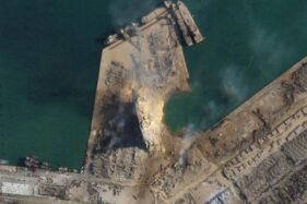 Foto satelit yang menunjukkan kawah di lokasi ledakan di Lebanon. (Detikcom/CNN)