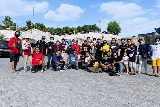Para member Forum Komunikasi Klub Komunitas Otomotif (FK3O) Middle of Java menggelar kopdar di Tebing Breksi, Kecamatan Prambanan, Kabupaten Sleman, DIY, Minggu (9/8/2020). (Istimewa/Humas FK3O Middle of Java)