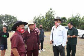 Rombongan legislator Komisi II DPRD Solo mengecek kondisi Lapangan Kampung Sewu, Jebres, Solo, Kamis (13/8/2020) siang. (Istimewa)