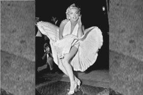 Marilyn Monroe sedang berpose untuk para fotografer saat pemfilman adegan jalur subway untuk The Seven Year Itch pada September 1954. (Wikipedia.org)