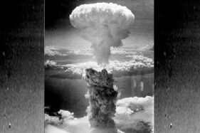 Awan jamur bom atom di Nagasaki, 9 Agustus 1945. (Wikipedia.org)