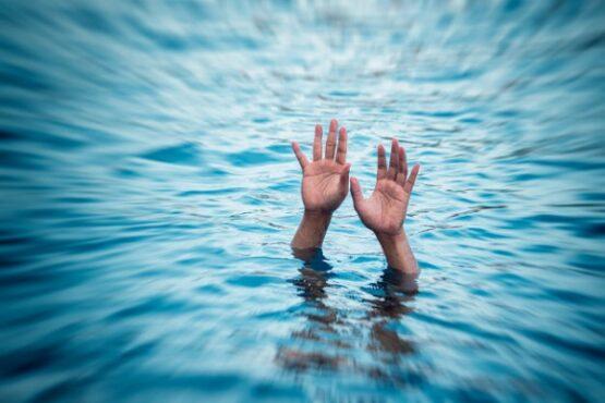 Ilustrasi orang tenggelam. (Freepik)