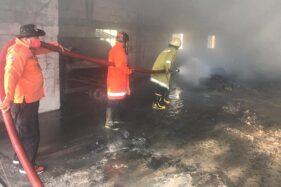 Gudang Pabrik Bantal di Ngrampal Sragen Ludes Terbakar, 1 Mobil Ikut Kobong