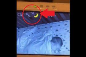 Video rekaman CCTV yang menangkap penampakan wajah misterius mengawasi bayi. (Istimewa/Tiktok)