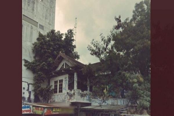 Serem! Ini Deretan Penampakan di Rumah Kosong Sudut Jl Selokan Mataram Sleman