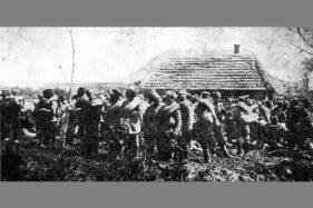 Pasukan Rusia yang menjadi tahanan perang Jerman setelah kalah di Polandia pada 1915. (Wikipedia.org)