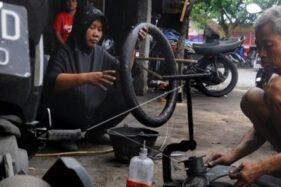 Derita Tukang Tambal Ban Online Klaten: Income Anjlok Gara-Gara Pandemi