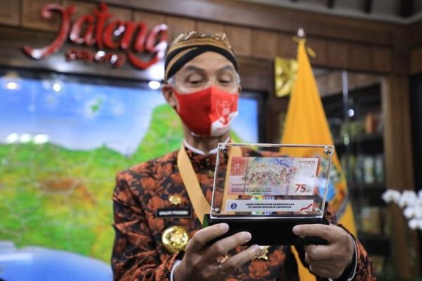 Ganjar Orang Pertama di Jateng yang Punya Uang Baru Rp75.000, Nomor Serinya Mengejutkan