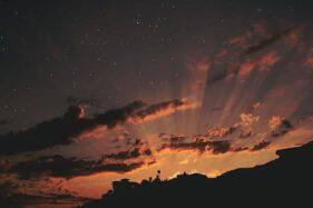 Gambar keidahan langit malam diambil dari Instagram @theourspace, Minggu (6/9/2020). (Instagram-@theourspace)