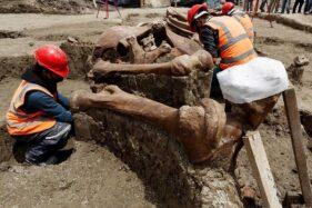 Proses penggalian kuburan hewan prasejarah di bandara baru Kota Meksiko, Kamis (10/9/2020). (Instagram-CNN)