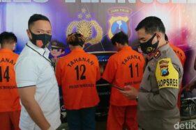 Lima pelaku teror bom molotov ditangkap (Detik.com)