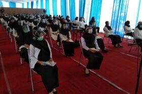 Peserta seleksi CPNS 2019-2020 tahap SKB untuk formasi penempatan di Karanganyar mengikuti ujian di UNS Solo sesuai protokol kesehatan Covid-19 Kamis (3/9/2020). (Istimewa/ BKPSDM Karanganyar)