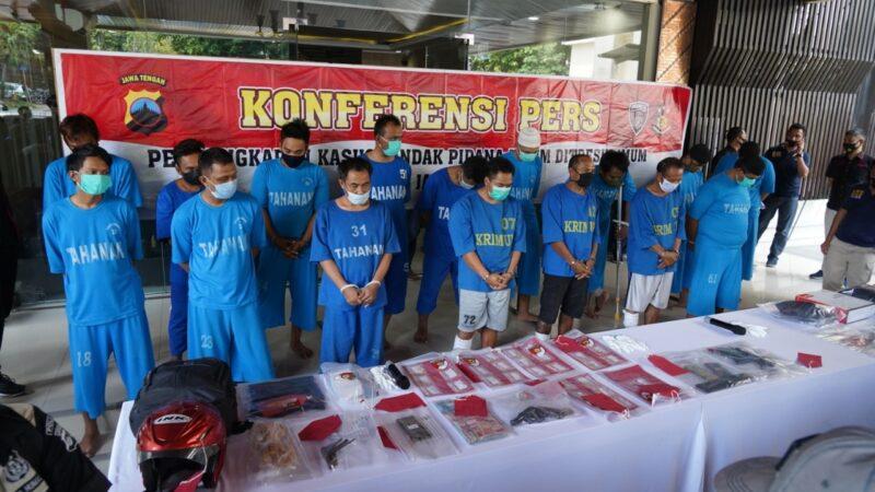 Belasan tersangka kasus perampokan saat dihadirkan di halaman depan Ditreskrimum Polda Jateng, Kota Semarang, Rabu (16/9/2020). (Solopos.com/Bidhumas Polda Jateng)
