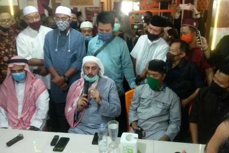 Penusukan Syekh Ali Jaber, Densus 88 Dilibatkan Untuk Ungkap Kasus