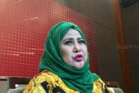 Ratu dangdut Elvy Sukaesih (Suara.com)
