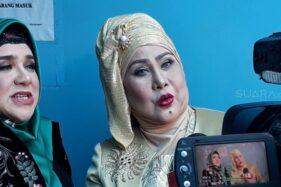 Elvy Sukaesih dan putrinya, Fitria Sukaesih ditemui di kawasan Tendean, Jakarta Selatan, Senin (26/3/2018) (suara.com)