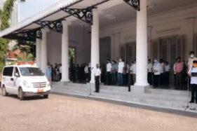 Pemprov DKI Jakarta menggelar penghormatan terakhir untuk Sekda DKI Jakarta Saefullah yang meninggal dunia, Rabu (16/9/2020). (Bisnis-Youtube)
