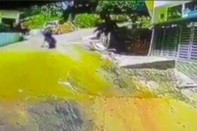 Video seorang pemotor menyelamatkan bayi tergelincir sendirian (Foto: Facebok)