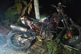 Kondisi sepeda motor yang hangus terbakar di Dukuh Baran, RT 13, Desa Doyong, Miri, Sragen, ludes terbakar pada Senin (21/9/2020) malam. (Istimewa/Dinas Satpol PP dan Damkar Sragen)