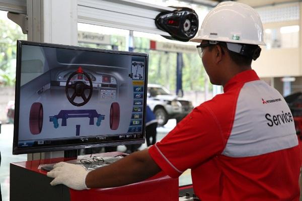 Spooring adalah proses untuk meluruskan kembali kedudukan empat roda mobil seperti semula, sedangkan balancing adalah proses menyeimbangkan putaran roda mobil. (Bisnis-MMKSi)