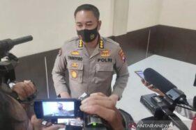 Kabid Humas Polda Jatim Kombes Pol Trunoyudo Wisnu Andiko saat memberikan keterangan di hadapan pers. (Antaranews.com)
