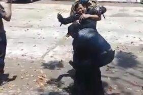 Emoh Swab Tes, Kepsek di Garut Terpaksa Digotong Petugas