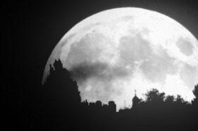 Ilustrasi Bulan saat blue moon. (space.comyus)