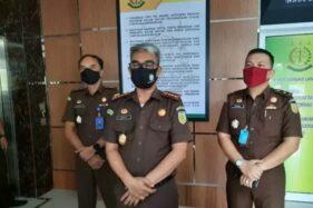 Kajari Bandarlampung Abdullah Noer Deny (tengah) (Antaranews.com)