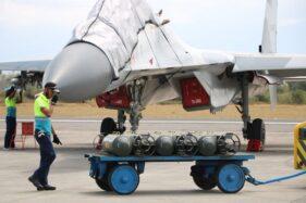 Tim pesawat tempur Lanud Iswahjudi bersiap latihan Sikatan Daya 2020, Senin (28/9/2020). (Madiunpos.com-Lanud Iswahjudi)