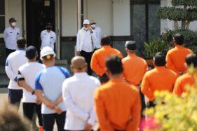Wali Kota Madiun, Maidi, memimpin apel petugas gabungan yang akan melakukan penyemprotan disinfektan di wilayah yang memiliki kasus Covid-19 tinggi, Rabu (16/9/2020). (Madiunpos/Istimewa)