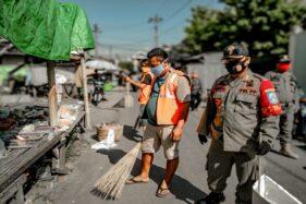 Tim gabungan Pemkab Sukoharjo bersama TNI/Polri menggelar operasi masker di depan kantor Kecamatan Baki atau tepatnya Jalan WR Supratman Nomor 113 Kadilangu pada Senin (21/9/2020). (Istimewa/Satpo PP Sukoharjo)