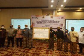 Penandatanganan pakta integritas pasangan calon dan deklarasi kampanye damai Pilkada Solo 2020 di The Sunan Hotel Solo, Sabtu (26/9/2020). (Istimewa)