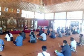 Para pekerja seni mengikuti audiensi dengan Forkompinda di Pendapa Sumonegaran, kompleks Rumdi Bupati Sragen, Sabtu (19/9/2020). (Solopos.com-Moh. Khodiq Duhri)