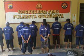 Para tersangka kasus penganiayaan dan pengrusakan Mertodranan saat rilis kasus di Mapolresta Solo, Senin (21/9/2020) siang. (Solopos/Ichsan Kholif Rahman)