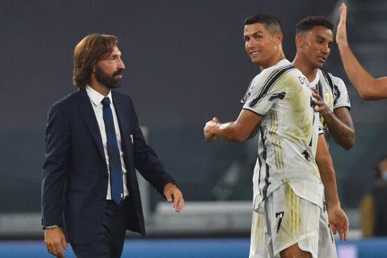 Pelatih Juventus Andrea Pirlo bersama para pemainnya. (REUTERS/Massimo Pinca)