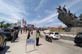 Petugas gabungan menggelar operasi yustisi penanganan Covid 19 dengan sasaran penggunaan masker, di simpang lima Boyolali, Jumat (25/9/2020). (Solopos/Bayu Jatmiko Adi)