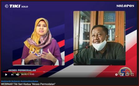 Redaktur Solopos, Hijriyah Al Wakidah (kiri) berdiskusi dengan AMBM BRI Solo Kartasura, Hari Purnomo saat Webinar Tiki Series Akses Permodalan via Youtube, Rabu (23/9/2020). (Solopos/Wahyu Prakoso).