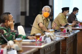 Gubernur Jateng, Ganjar Pranowo, saat menggelar rapat dengan jajaran Forkompimda di Gradhika Bhakti Praja, Kota Semarang, Senin (28/9/2020). (Istimewa/Humas Pemprov Jateng)