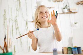 Ilustrasi anak berbakat melukis (Freepik).