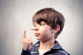 Kebiasaan anak berbohong bisa dihentikan dengan cara yang baik (ilustrasi/Freepik)