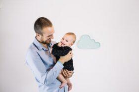 Ilustrasi ayah dan anak. (Freepik)